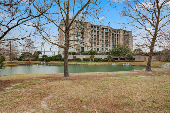 231 S South Plaza Court Unit 208